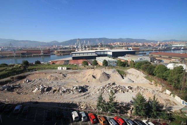 La parcela una vez terminado el derribo de la Fábrica Kössler.